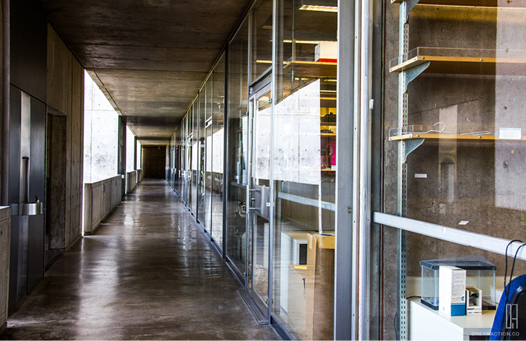 lab hall way Salk Institute Louis Kahn หลุยส์ คาห์น