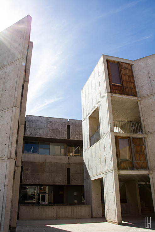 court space 1 Salk Institute Louis Kahn หลุยส์ คาห์น