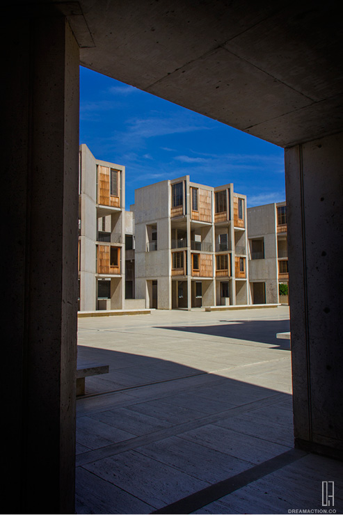 frame view to plaza Salk Institute Louis Kahn หลุยส์ คาห์น